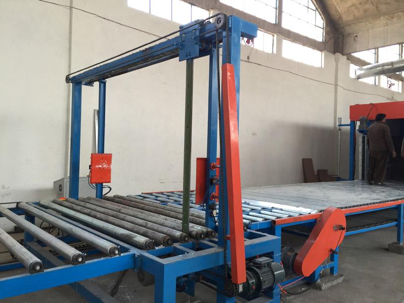 Horizontal automatic sponge continuous foaming production line